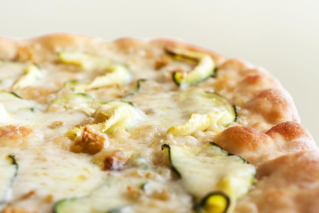 Pizza de calabacín y mozarella