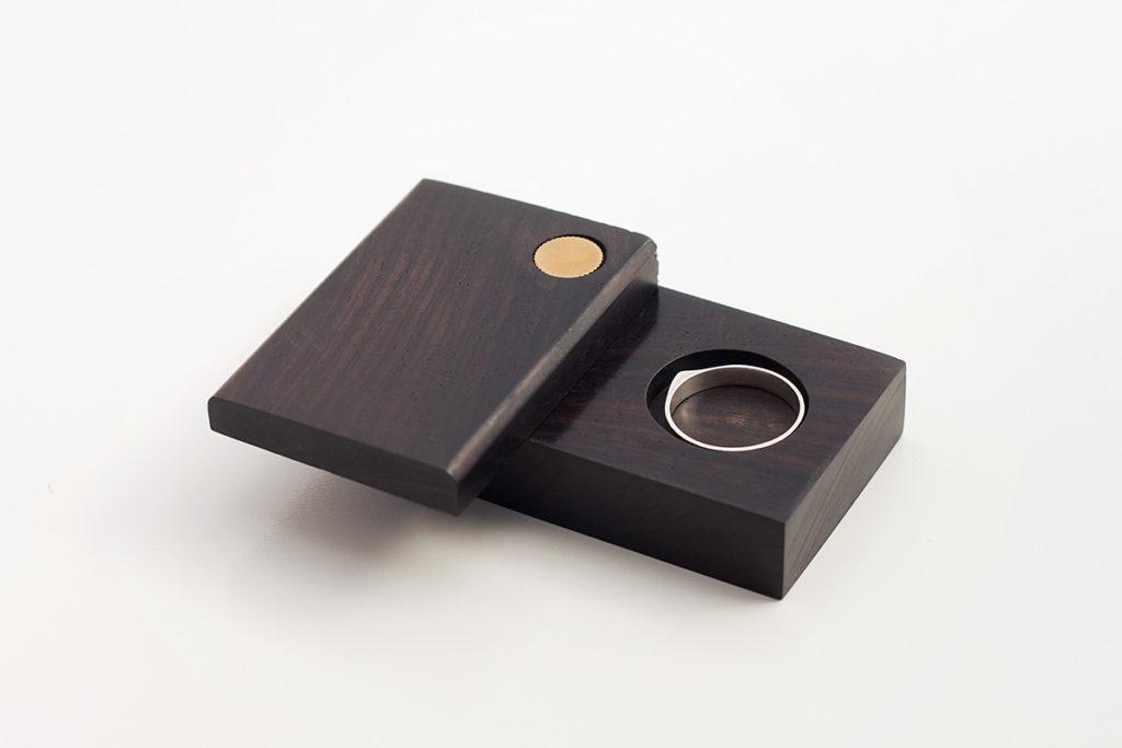 caja ébano abierta